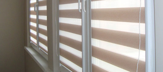 Шторы Зебра для лоджии с ПВХ окнами